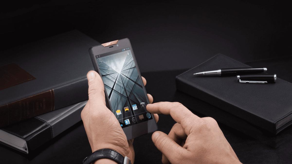 Рис. 15. Стильный и сравнительно недорогой для своего сегмента премиальный смартфон Gresso Regal.
