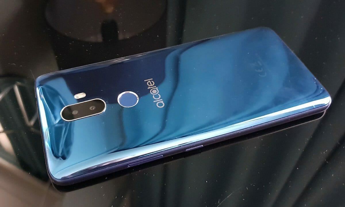 Рис. 12. Alcatel 3V 5099D – самый выгодный телефон с 6-дюёмовым экраном.